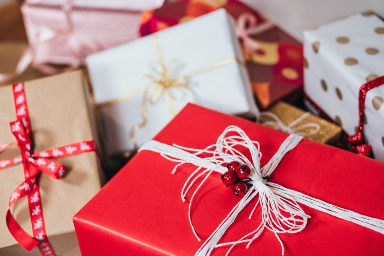 Should I Buy a Gift for My Adoptive Parents? Tips for Birth Mothers during the Holidays